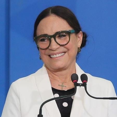 Após um mês de rumores de que Regina deixará o cargo de ministra especial da Cultura, a atriz e Bolsonaro gravaram um vídeo no qual dizem que vão ao cinema, em São Paulo - Antonio Cruz / Agência Brasil