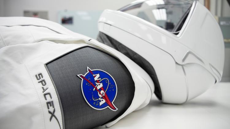 Uniforme de um astronauta que irá para o espaço no SpaceX Crew Dragon - divulgação