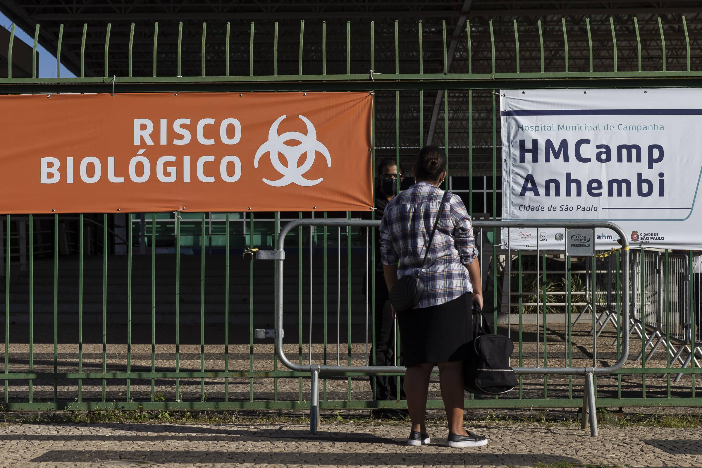 Médicos de hospitais de campanha em SP desistem de plantão devido à escassez de estrutura 25/05/2020 - Cotidiano