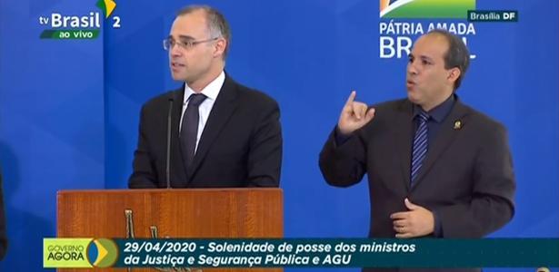 O ministro da Justiça exige que a investigação de notícias falsas seja interrompida e defende o Weintraub - Carla Araújo
