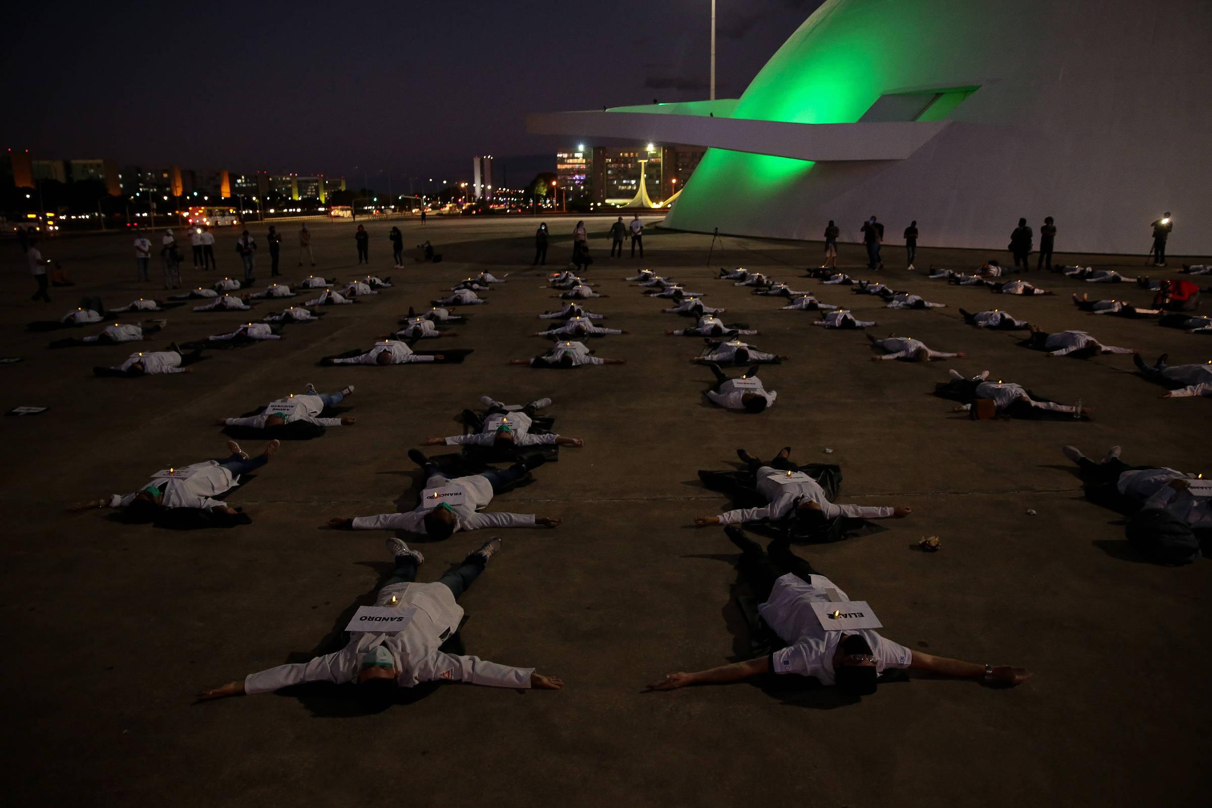 Polícia indicia 3 após protestos de um grupo de manifestantes contra enfermeiras em protesto - 29 de maio de 2020 - Poder