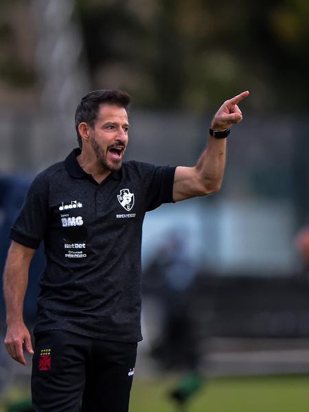 Ramon Menezes sem máscara no jogo contra Macaé - Thiago Ribeiro / AGIF - Thiago Ribeiro / AGIF