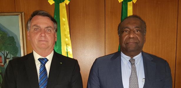 Bolsonaro elogia Decotelli, diz ministro da Educação ciente de seu 'erro'