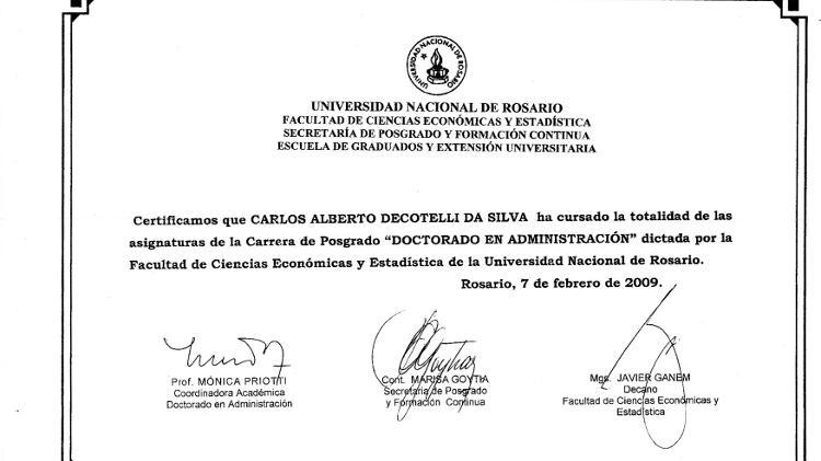 O MEC afirma que Decotelli concluiu os créditos necessários para um doutorado na Universidade de Rosário e apresenta um certificado emitido pela instituição - Reprodução - Reprodução