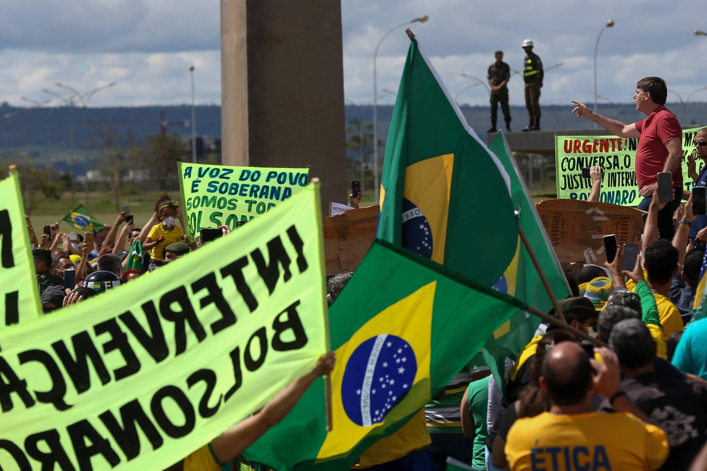 Manifestos pró-democráticos querem criar um clima de Diretas já após o ataque a Bolsonaro - 31.05.2020. - Poder