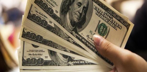 O dólar muda o terceiro máximo e fecha acima de R $ 5; O mercado acionário está caindo 2,02% - 06/12/2020