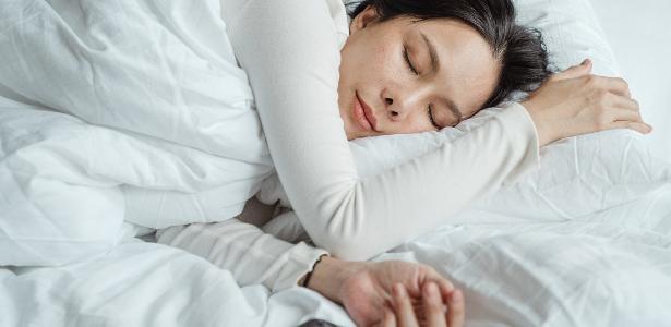 Pijama ou apenas um cobertor: o que aquece melhor o seu sono no inverno? - 27.6.2020