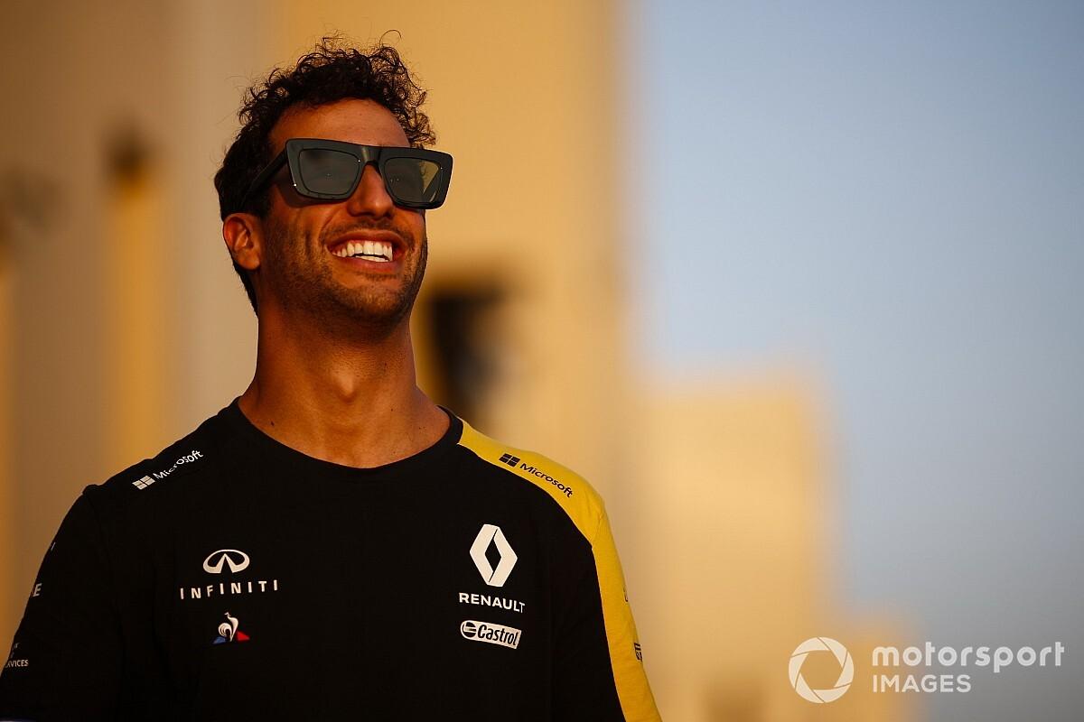 Ricciardo diz que pode perder a McLaren se a decisão não for tomada rapidamente