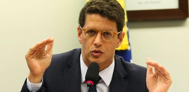 Salles e Ibama se tornam alvo de ação após denúncia por omissão de dados - 26/06/2020