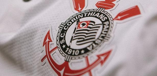 Corinthians lançou a camiseta em homenagem a 1990