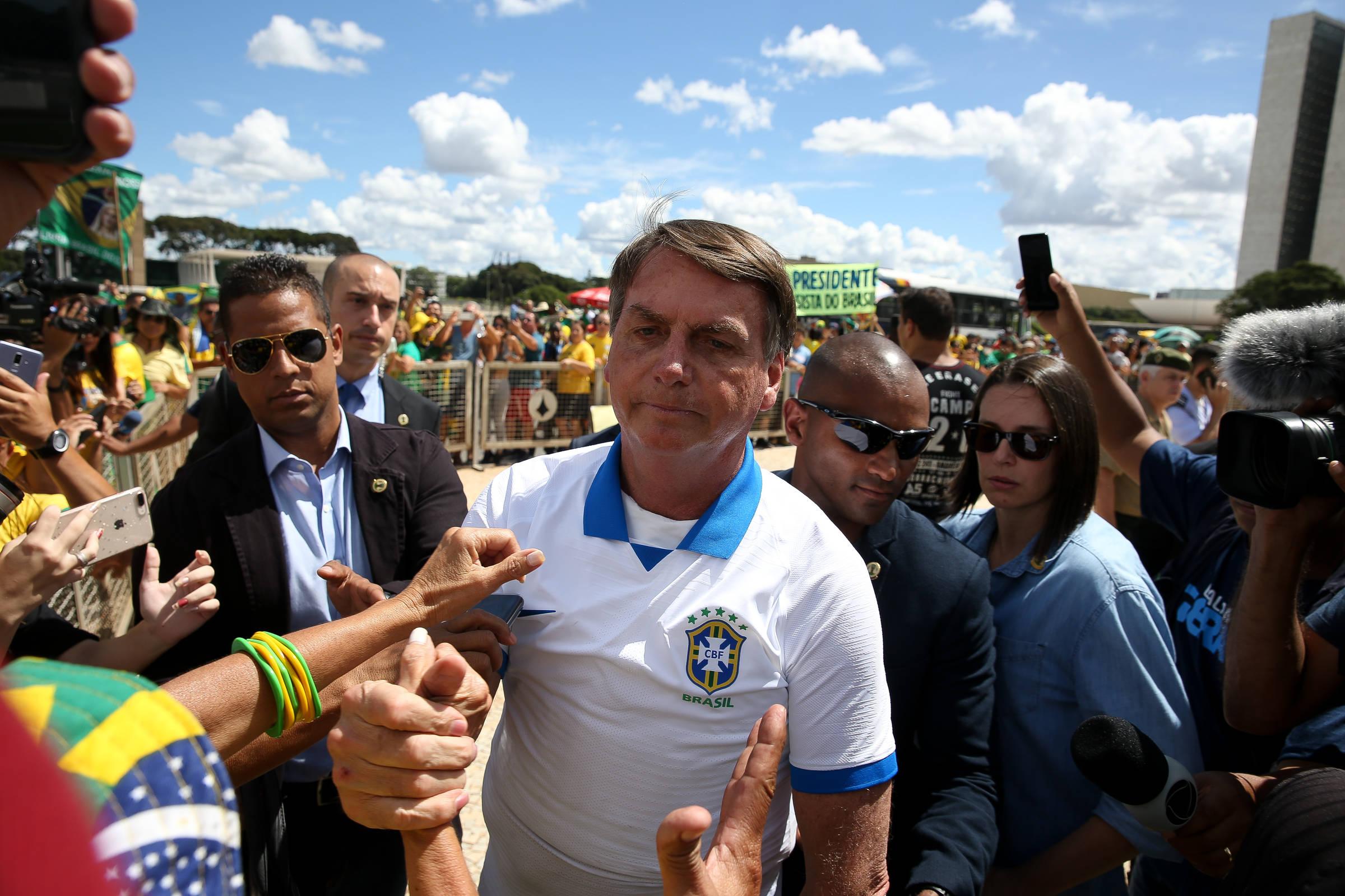 O governo de Bolsonar vincula as mortes e os casos de Kovid aos governadores adversários - 10/08/2020.  - Cotidiano